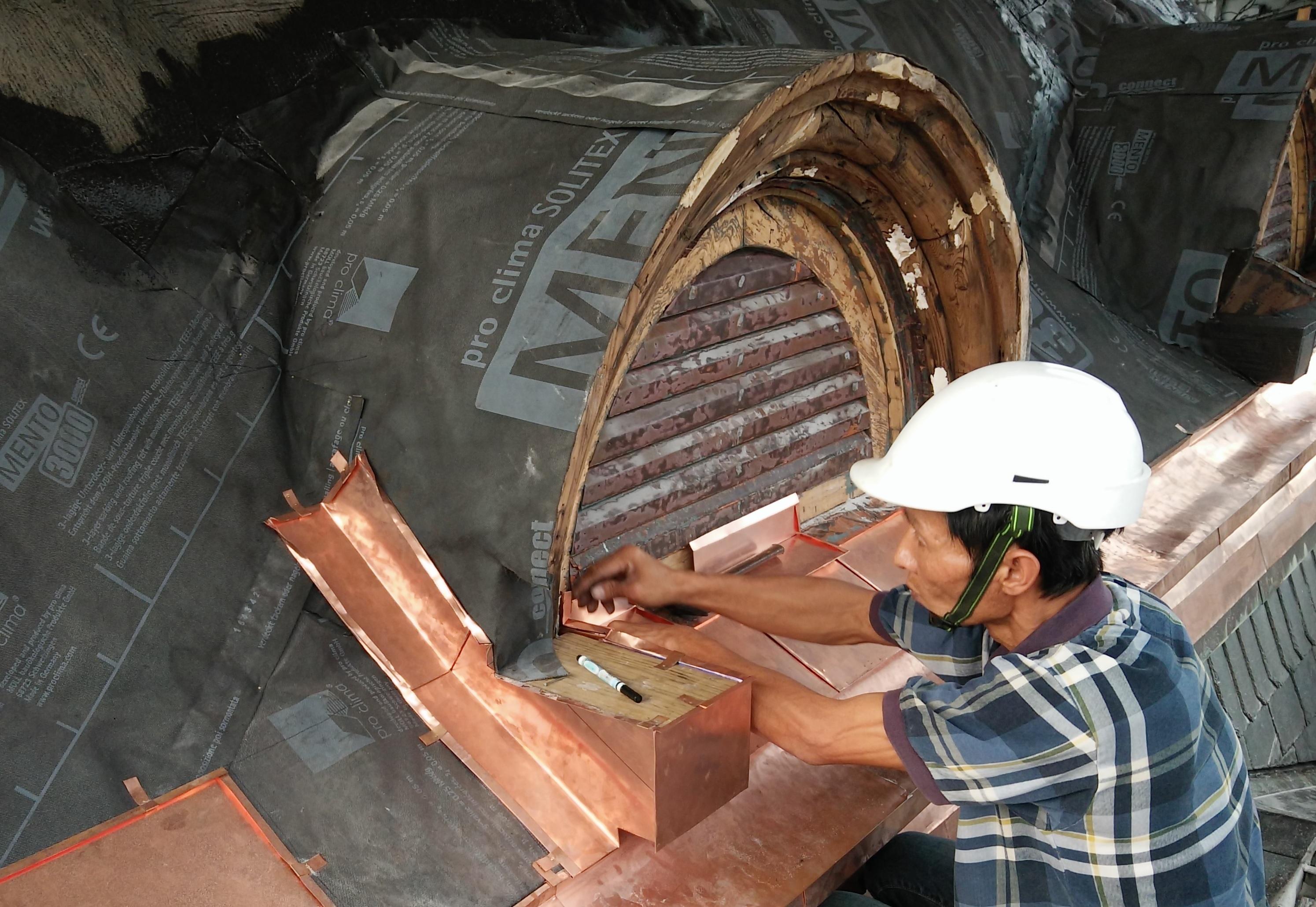 銅匠師現場施工