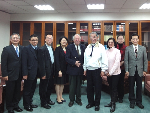 Dr. Rene Wadlow discusses human rights issues with President Wang